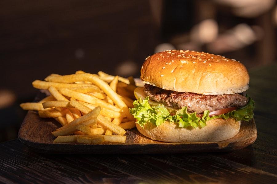 Ventas de comida rápida anotan violenta alza en el segundo trimestre